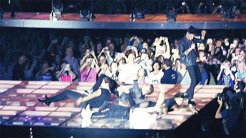 "Completely normal :) {GIF} <<< I just showed this to my mum and she says ""is that even a concert?"" Haha"