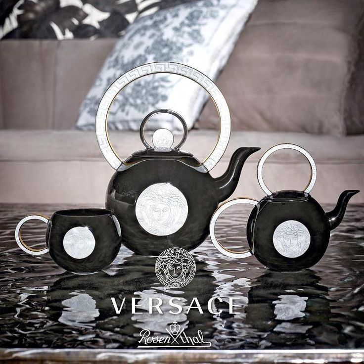Rosenthal Versace La Medusa - Baroque Punk New Tea sets Baroque Punk from Rosenthal meets Versace are presented as a limited collection. Their traditional and yet remarkable style turns these tea sets into real eye-catchers. A fascinating interplay between the geometric forms and the typical for this line pattern of the head of Medusa charms you away and emphasizes the striking beauty of this porcelain.