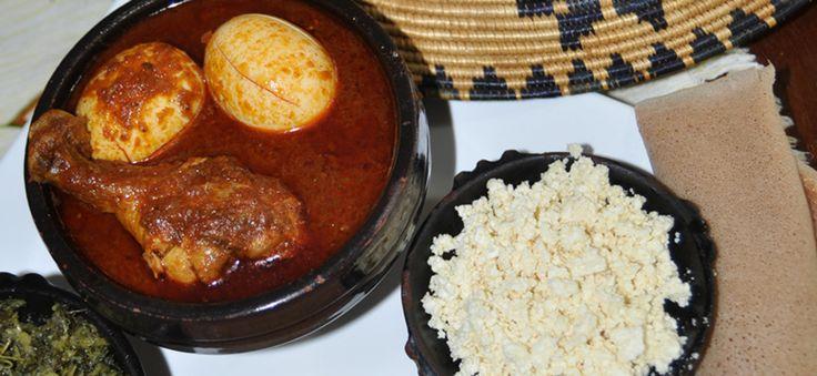 """Das Rezept für äthiopischen Eintopf mit Huhn finden Sie hier. """"Ein Fest ohne Doro Wot in Äthiopien, das ist wie Weihnachten in Europa ohne Baum"""" erzählt Almaz Böhm. Probieren Sie doch mal das äthiopische Nationalgericht."""
