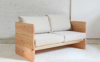 Простой самодельный диван из досок