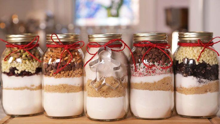Altra piccola idea per regali home made : Biscotti in barattolo con taglia biscotti - In realtà è solo uno spunto per realizzare un dono di sicuro apprezzato #natale #ideeregalo #diy