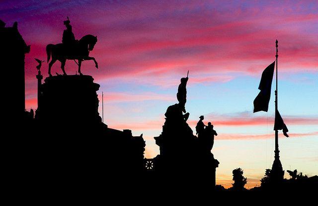 Statue del Vittoriano al Crepuscolo