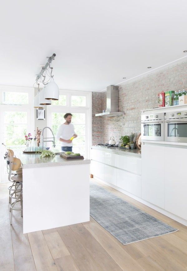 Brick finish with white kitchen is perfect