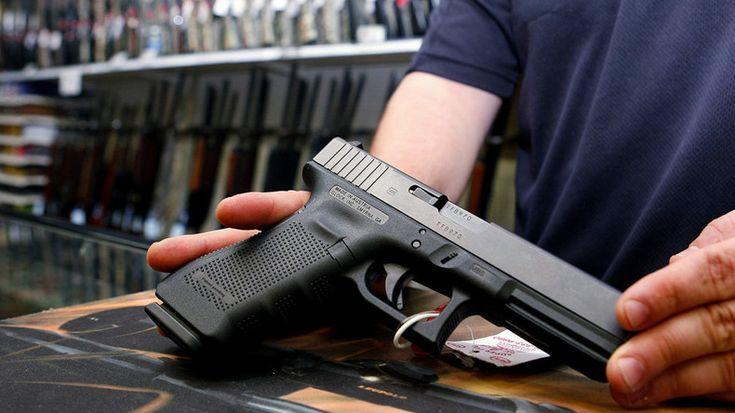 Les demandes de port d'armes d'autodéfense ont atteint des records en Allemagne en 2016. Les experts en possession d'armes à feu prétendent…