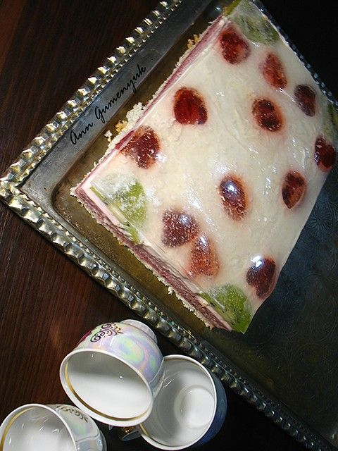 """Торт """"Клубничный сад"""" - Путешествие в мир радужных вкусов"""