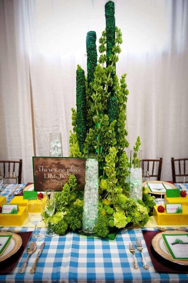 Green curtain oz - Reflections Weddings And Events Wizard Of Oz Tablescape At The Vintage Wedding Showcase