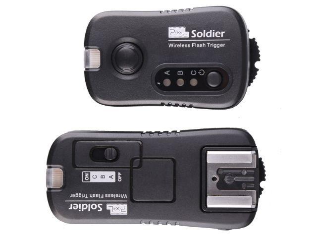 Pixel Radio Trigger Set Soldier voor Nikon  De Soldier van Pixel is een professionele trigger set voor Nikon waarmee u cameraflitsers en studioflitsers draadloos laat afgaan. U kunt de flitsers in 1 2 of 3 groepen verdelen en snel schakelen tussen de groepen. Er is een maximum van 7 verschillende groepen in te stellen. Hiervoor heeft u meerdere Soldier ontvangers nodig.  Verder biedt de Soldier trigger set een wake-up functie voor cameraflitsers. Bovenop de ontvanger zit een flitsschoen…