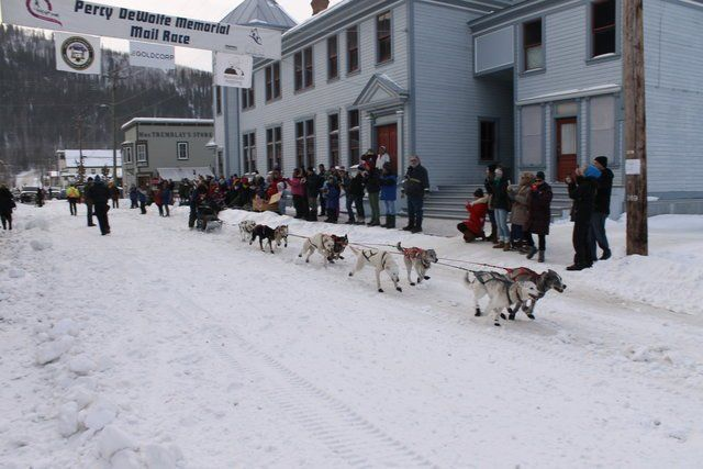 The #PercyDeWolfeMemorialMailRace began back in 1977 and took place again this week.  The race is a 210 mile (338 km) run from Dawson to Eagle, Alaska. https://loom.ly/fmZsW6g