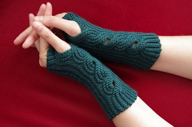 himbeerwellen free crochet fingerless glove pattern (love her patterns, they are all crochet but look knit) http://www.ravelry.com/patterns/library/himbeerwellen