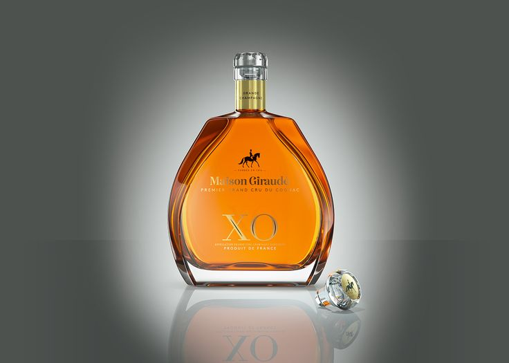 Maison Giraudé cognac packaging with the Rhinestone Cut glass closure by Vinolok.