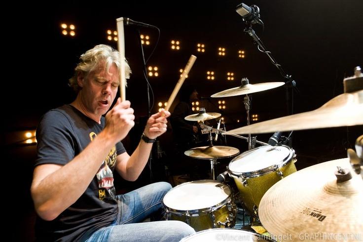 Music is all about Sharing #Y4U -  Dennis van Hoorn drummer van Najib Amhali. Foto's door Vincent Carmiggelt.
