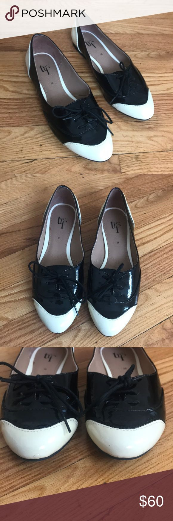 Like new Zara flats Excellent condition only worn in house once. So unique flat/Oxford hybrid. Laces function and tongue. White parts are more of an ivory cream. Zara Shoes Flats & Loafers