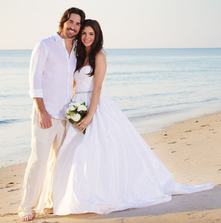 Gorgeous Amsale Wedding Dress For A Beach Worn By Country Singer Jake Owens Wife Lacey Buchanan