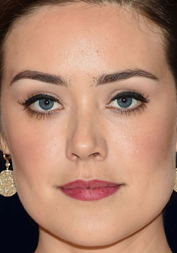 Close-up of Megan Boone at the 2015 White House Correspondents' Dinner. http://beautyeditor.ca/2015/04/29/white-house-correspondents-dinner-2015