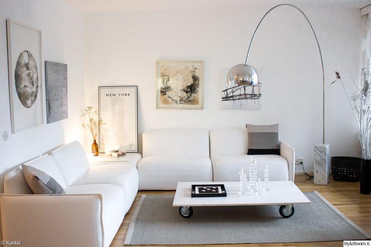 """""""Karkki"""" toteaa, että lapset eivät ole este valkoiselle sohvalle. Mahtavaa! #styleroom #inspiroivakoti #olohuone"""