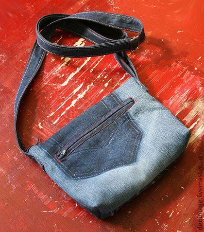 Купить или заказать Джинсовая сумка 'Черный кот' в интернет-магазине на Ярмарке Мастеров. Небольшая удобная сумочка для девушек, любящих носить с собой только самое необходимое. Кошелек, ключи, телефон , расческа, помада...что еще нужно для летней прогулки налегке? Сумочка сшита в намеренно небрежном стиле, с декоративной отсрочкой по необработанному краю джинсы. Она прекрасно будет сочетаться с джинсами с рваными коленками, а также со стилем хиппи, бохо и др.