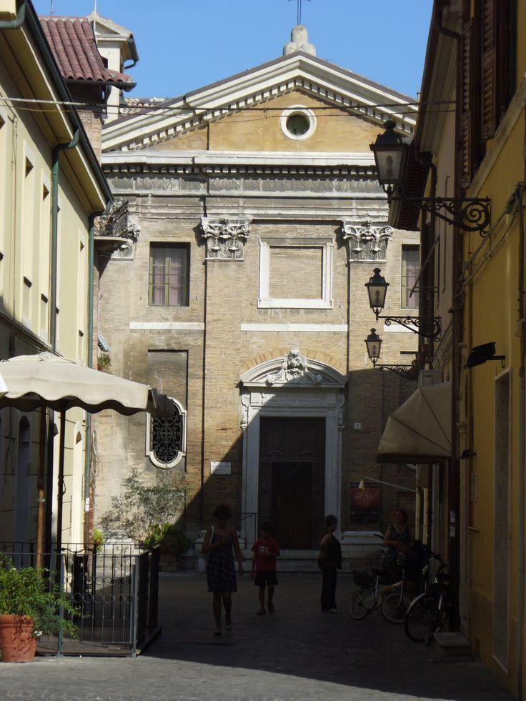 Via del centro storico, vicino alla zona dove si concentrano nello spazio di pochi metri 3 gallerie d'arte... vicino se non ricordo male c'è anche un caffè...