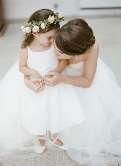Adorable bride and flower girl moment: http://www.stylemepretty.com/little-black-book-blog/2015/01/08/hint-of-glamour-st-louis-wedding/ | Photography: Lisa Hessel - http://lisahesselphotography.com/