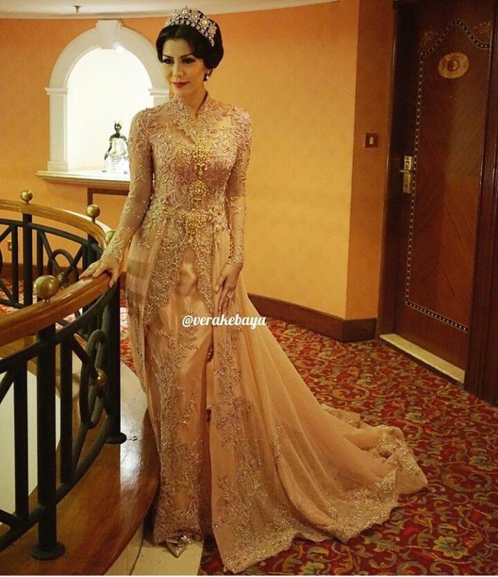 kebaya / lace dress