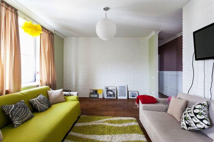 Идеи для гостиной. Белая кирпичная стена + салатовый.