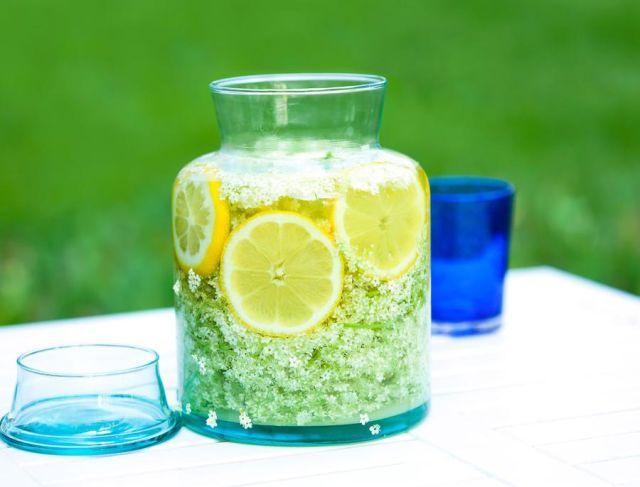Läskande god fläderblomssaft – utan citronsyra!