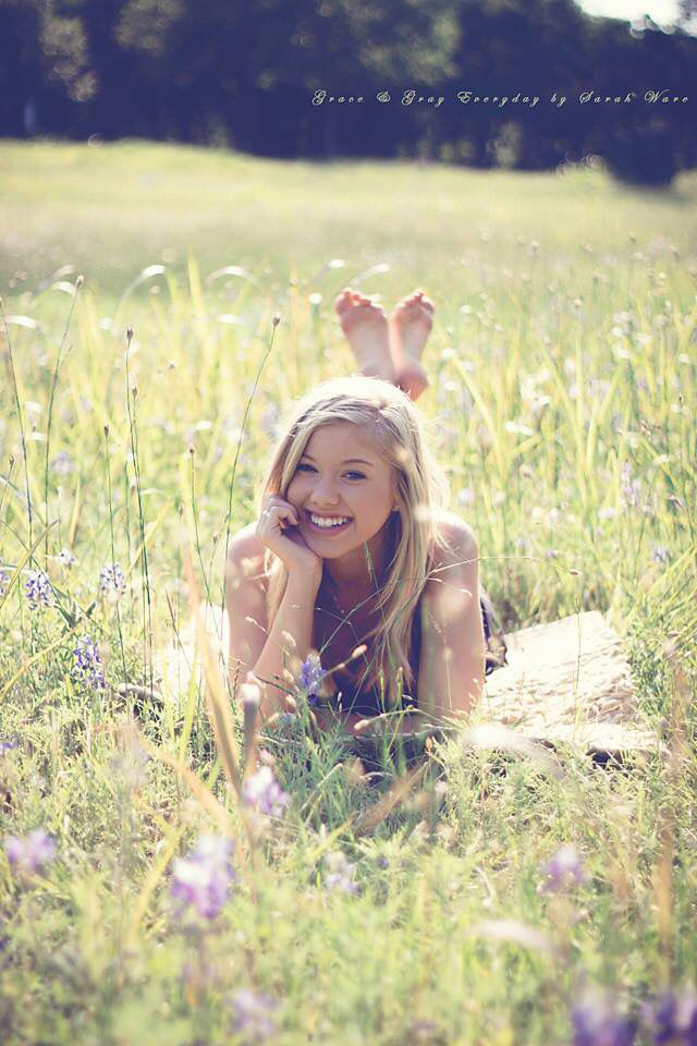 Fun poses for Senior Girls. Field of Texas Bluebonnets. #sarahwarephotography