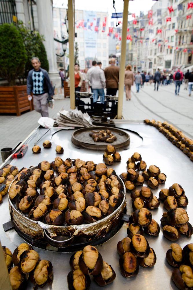 Chestnut Seller on Istiklal Street, Istanbul, Turkey                                                                                                                                                        www.taksimgreenhousehostel.com