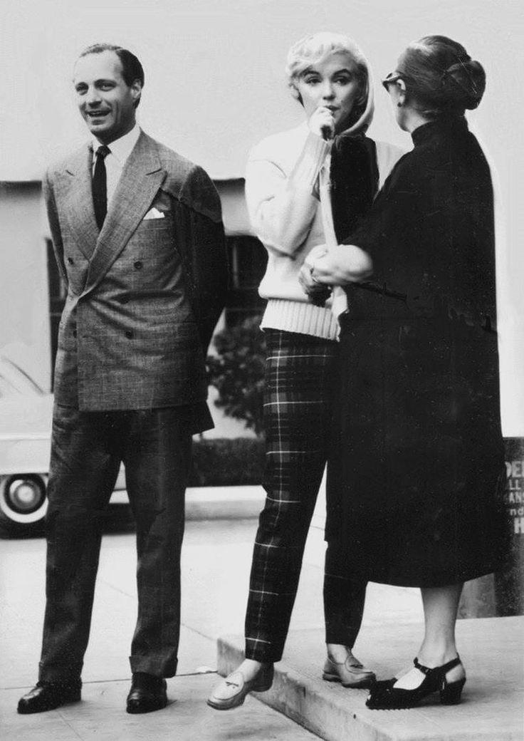1956-62 / Dear Paula / Paula STRASBERG fut présentée, avec sa fille Susan, à Marilyn par leur ami commun Sidney SKOLSKY, sur le tournage de « There's no business like show business », pendant l'été 1954. Marilyn connaissait déjà la réputation du mari de Paula, Lee STRASBERG. Elle avoua à Paula qu'elle avait toujours voulu travailler avec lui, en particulier après en avoir entendu des témoignages impressionnants par Marlon BRANDO. Après son déménagement à New York en 1955,