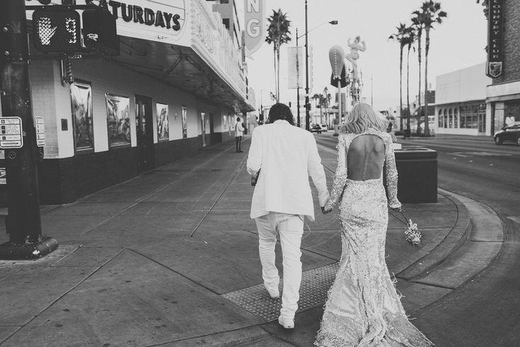 Et ils étaient un vrai régal pour les yeux. | Ce couple s'est offert le mariage le plus hipster et rock: