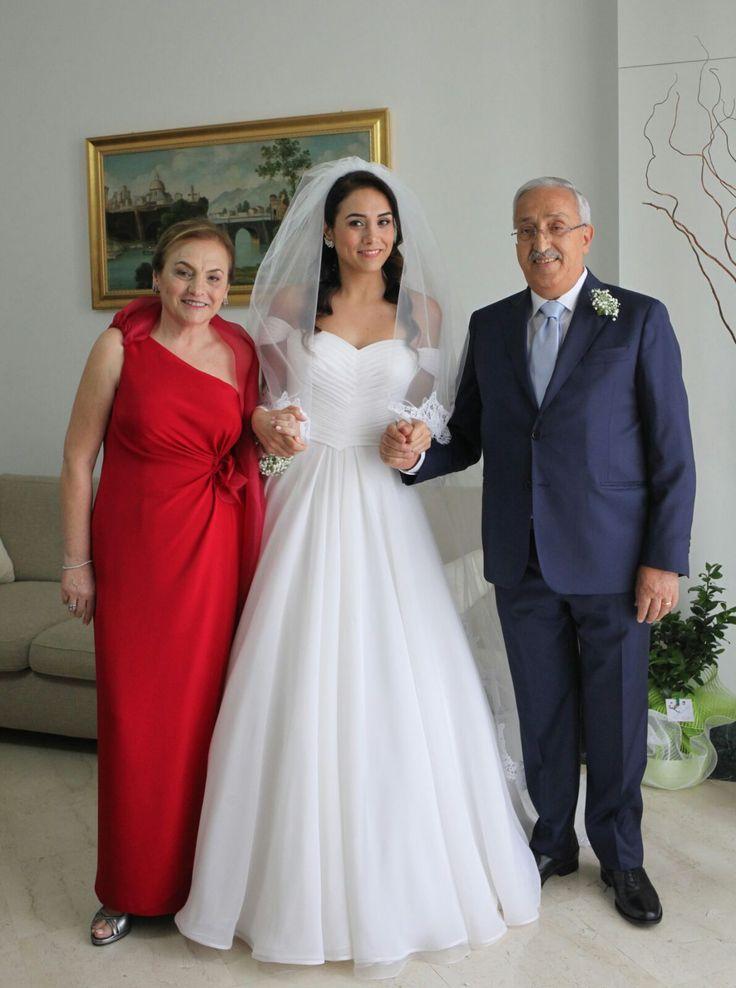 Natalia sposa romantica in abito nuziale firmato Elena Colonna