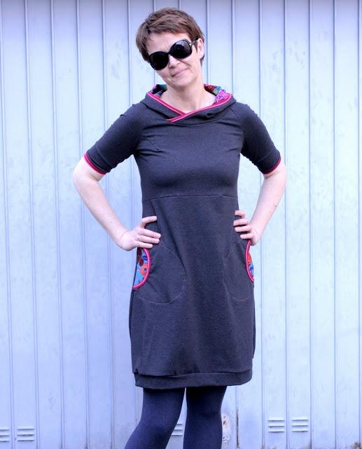 Gemütliches Jerseykleid, nette Kapuze (Onion 2007)
