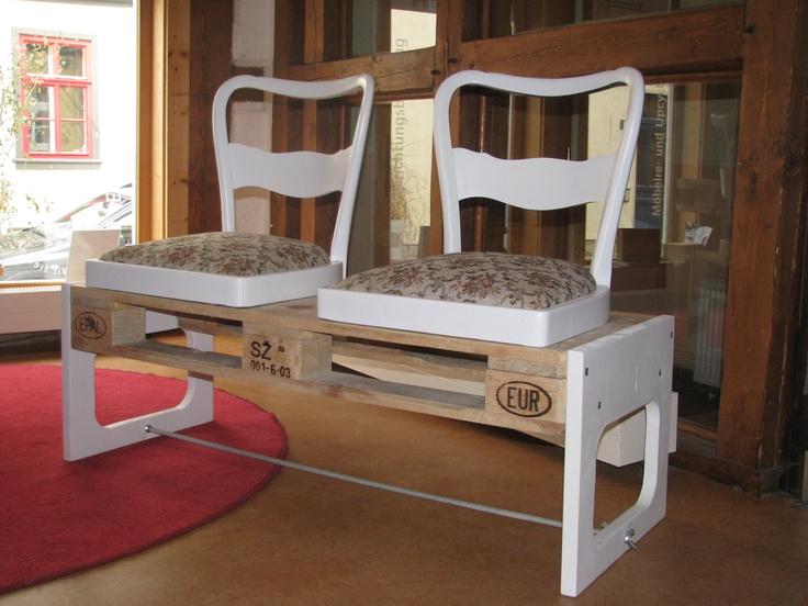 eine sitzbank aus einer alten europalette und 2 alten. Black Bedroom Furniture Sets. Home Design Ideas