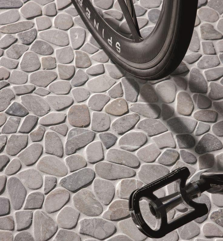 Oltre 25 fantastiche idee su pavimento esterno su - Pavimento in ciottoli esterno ...