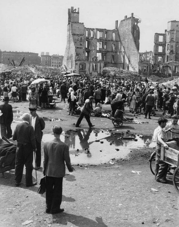 Wrocław 1946. Targowisko na placu Grunwaldzkim w okolicy obecnego wylotu ul. Piastowskiej, fot. John Vachon, archiwum prywatne Ann Vachon - photo 4