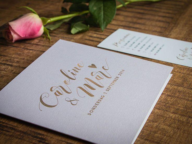 Trouwkaart ontwerp Marc & Caroline - Marjolein Vormgeving #trouwkaart #onwerp #trouwkaarten #trouwen #bruiloft #uitnodiging #roze #goud #typografie #metallic #kaart