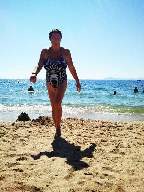 My style in Saint Tropez, white and blue stripes, a really Parisian girl! Wearing ESMARA - Saint Tropez Tahiti beach