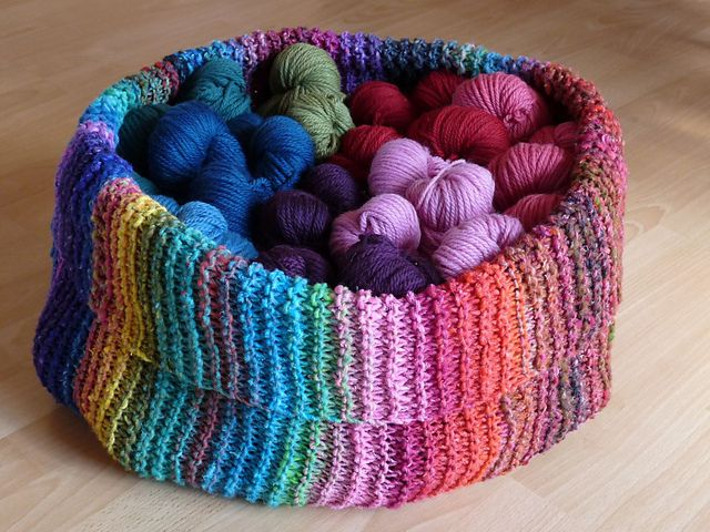 Knitting - I think it's the colors that make me love this so much - color inspiration!! - free pattern