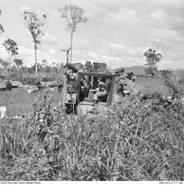 Vietnam Mortar Fire : Vo xu vietnam an mm mortar mounted in m