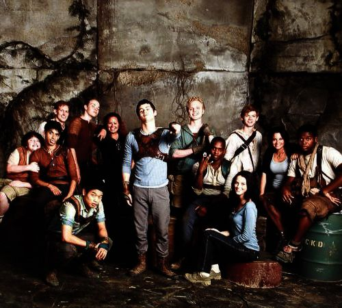 """ The cast of The Maze Runner on set * ""aww chuck how cauute"