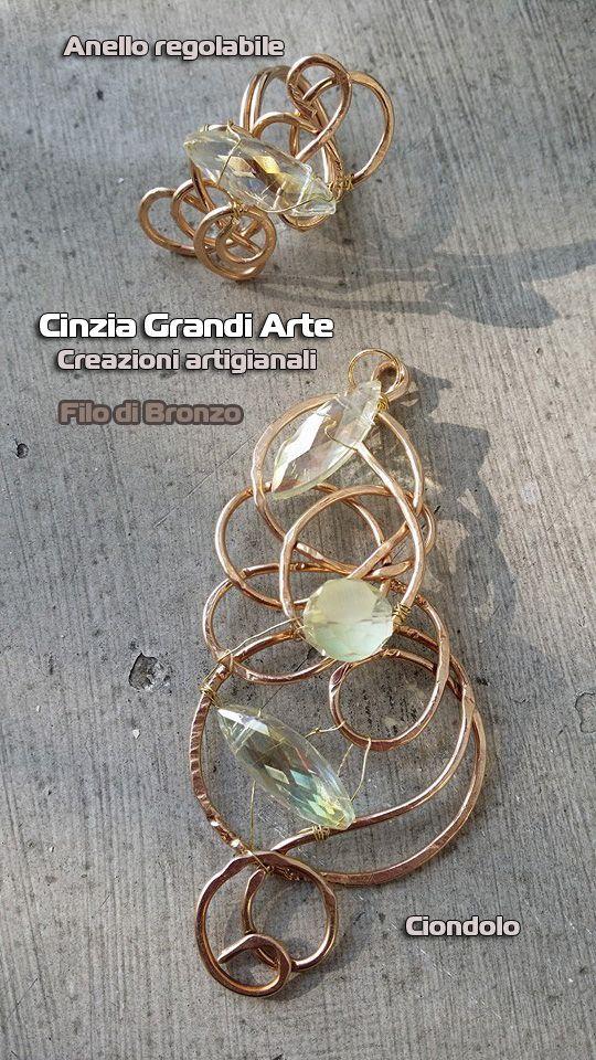 anello e ciondolo wire in filo di bronzo lavorato e battuto a mano con navette e cristallo opaco sfaccettato