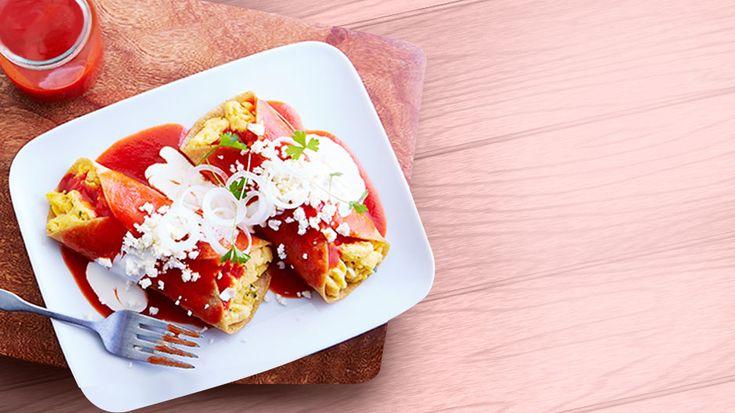 Recetas Knorr®, enchiladas rojas rellenas de huevo al cilantro, sazona con Knorr® Suiza caldo de pollo granulado, recetas de cocina fácil al alcance de cualquiera.