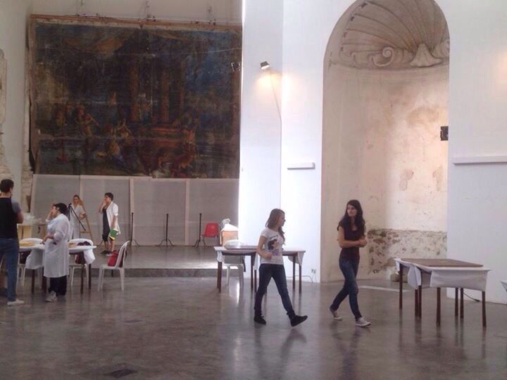 I giovani allievi del corso di restauro all'opera durante li stage di ottobre 2014 presso il Museo Madrilisca di Cefalú guidati dagli esperti del Mibac e dai nostri docenti.