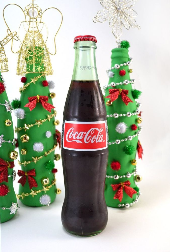 Coca-Cola Glass Bottle Christmas Tree Craft - Coca Cola asked me to craft with their Coke de Mexico Coca-Cola bottles and I was super excited. I like the taste...