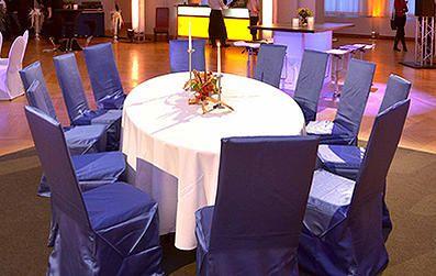 Ihre Hochzeit begleiten wir bei allen gestalterischen Entscheidungen: von Hochzeitseinladungen über Braut- & Tischschmuck, Dekoration, Website & Mietmöbel.