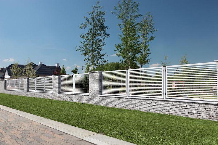 Pomysły na ogrodzenie domu. Nowoczesne systemy ogrodzeniowe imitujące drewno