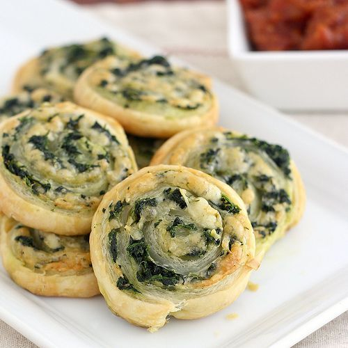 Spinach and Cheese Puff Pastry Pinwheels (easy!) #food #recipes
