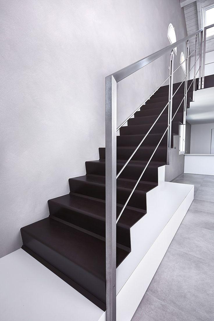 Step: Scale Sbalzo in Lamiera Pressopiegata per interni di design, Minimal. Scale per Arredamento Contemporaneo. Scale a chiocciola e a giorno
