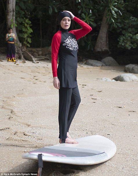 Линдси Лохан на пляже в Тайланде