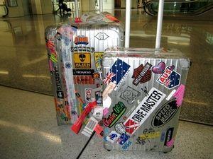 ステッカーを貼る方向を統一したRIMOWA : 『スーツケース×ステッカー』味のあるカスタム画像集 - NAVER まとめ