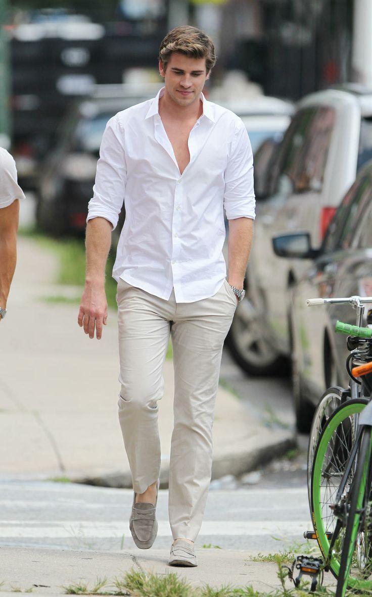 Comprar ropa de este look:  https://lookastic.es/moda-hombre/looks/camisa-de-manga-larga-blanca-pantalon-chino-beige-mocasin-gris-reloj-plateado/11897  — Camisa de Manga Larga Blanca  — Reloj Plateado  — Pantalón Chino Beige  — Mocasín de Ante Gris